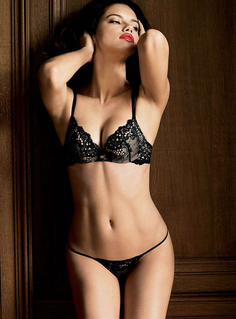 hot-model-adriana-lima-hot-body-show-in-thong-bikini