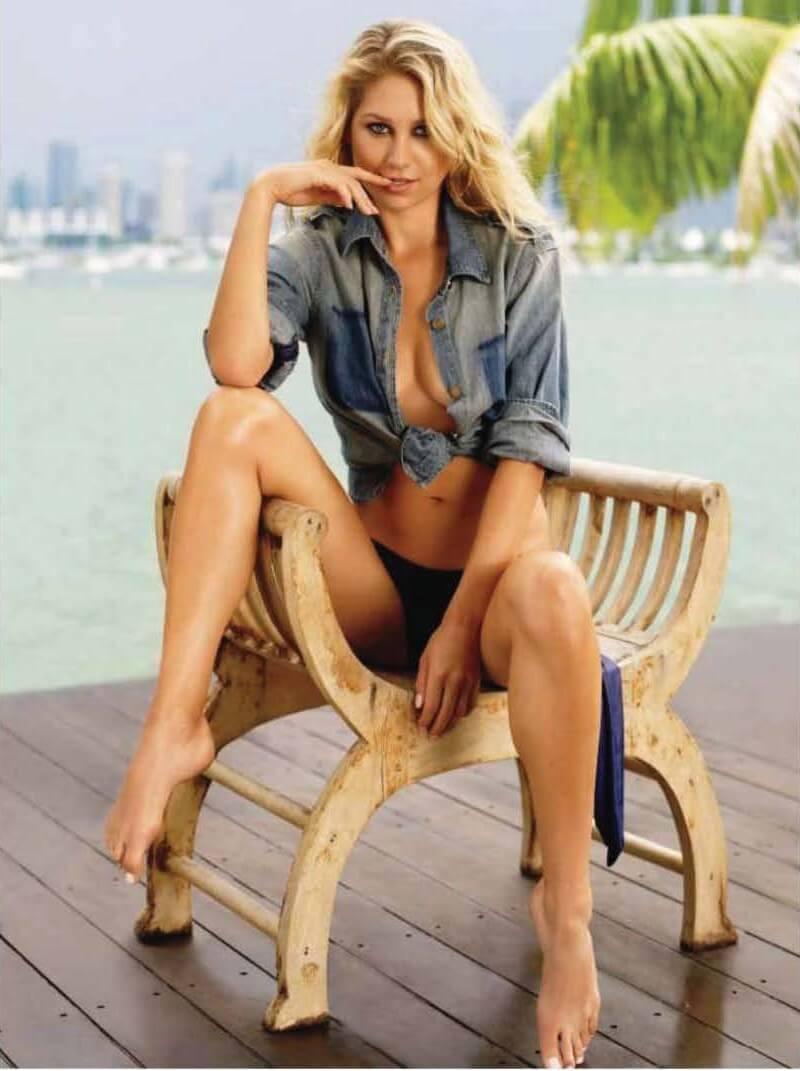 hot-tennis-player-Anna-Kournikova-boobs-show-in-denim-shirt-and-bikini-panty