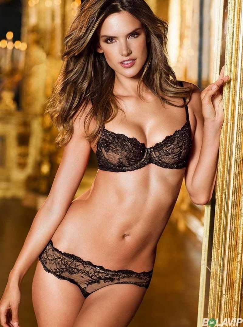 pictures-of-Alessandra-ambrosio-in-bikini-lingerie