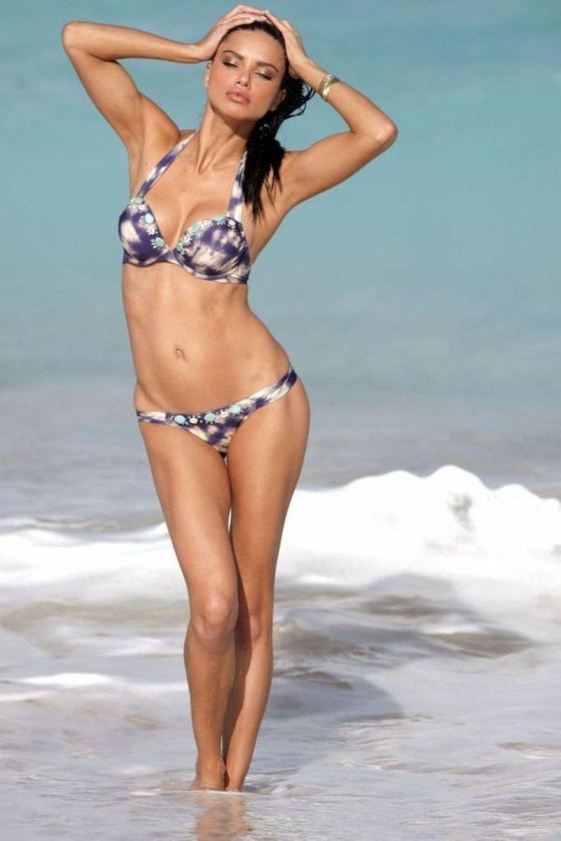 sexy-pose-of-adriana-lima-in-bikini-at-beach-raising-the-water-temperature