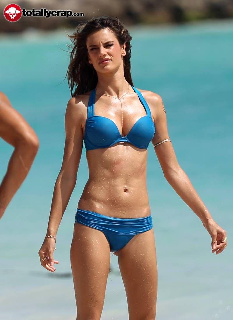 usa-actress-Alessandra-ambrosio-shows-off-her-bikini-perfect-body-at-beach