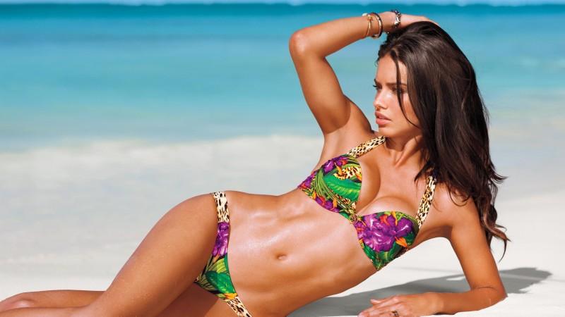 usa-model-adriana-lima-bikini-photoshoot-at-beach-exposing-her-tight-hot-body-assets