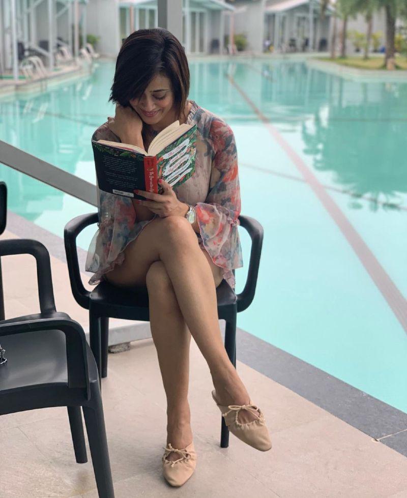 bollywood-actress-shweta-tiwari-sexy-legs-thighs-show-in-short-dress